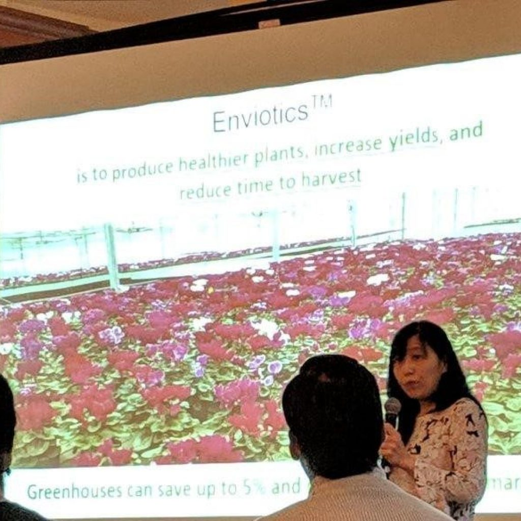 Dr. Lili Mesak Presenting about Nutrienvisus